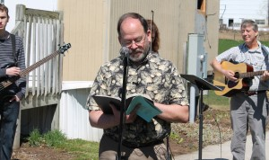 Kim Robertson, pastor of Grace Church, Ephrata, Pa., leads the recent groundbreaking service at the church.